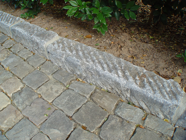 Granite Stone Edging : Reclaimed antique curb for driveways and edging