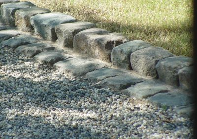H410-Edging/curb with Granite cobble